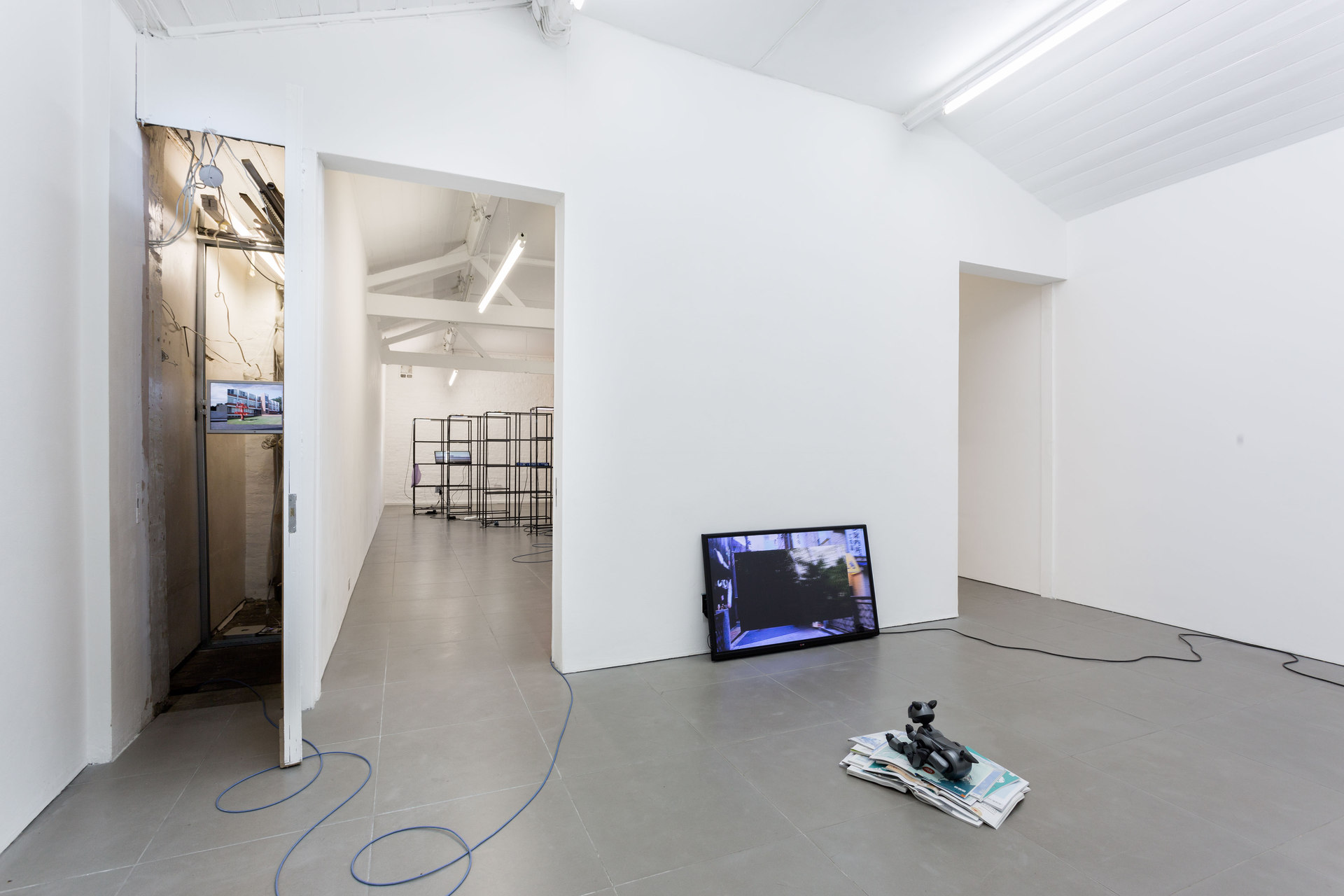 Yuri Pattison, Free Traveller, 2014, installation view, Cell Project Space