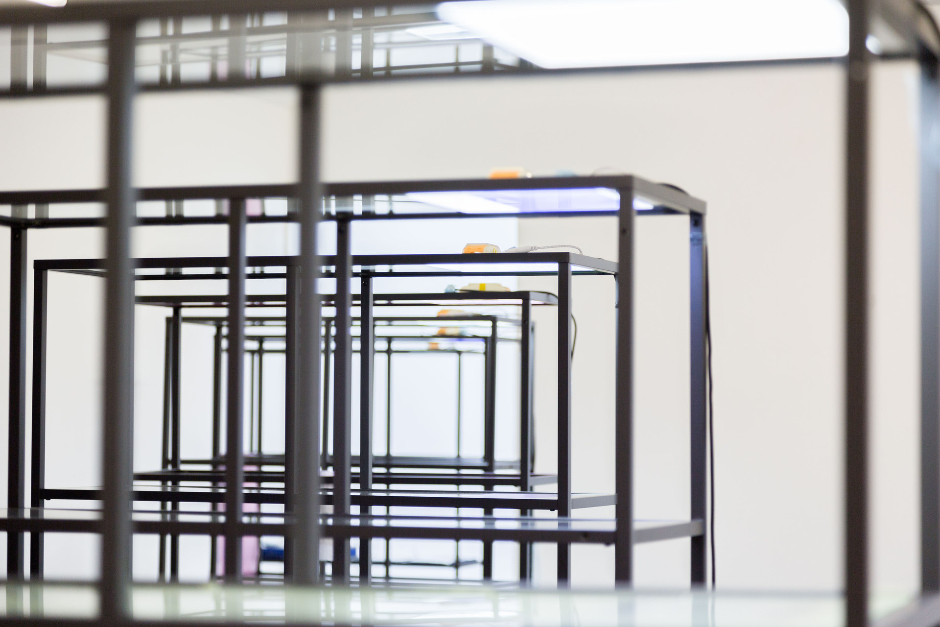 Yuri Pattison, Free Traveller, 2014, installation view (main gallery), Cell Project Space