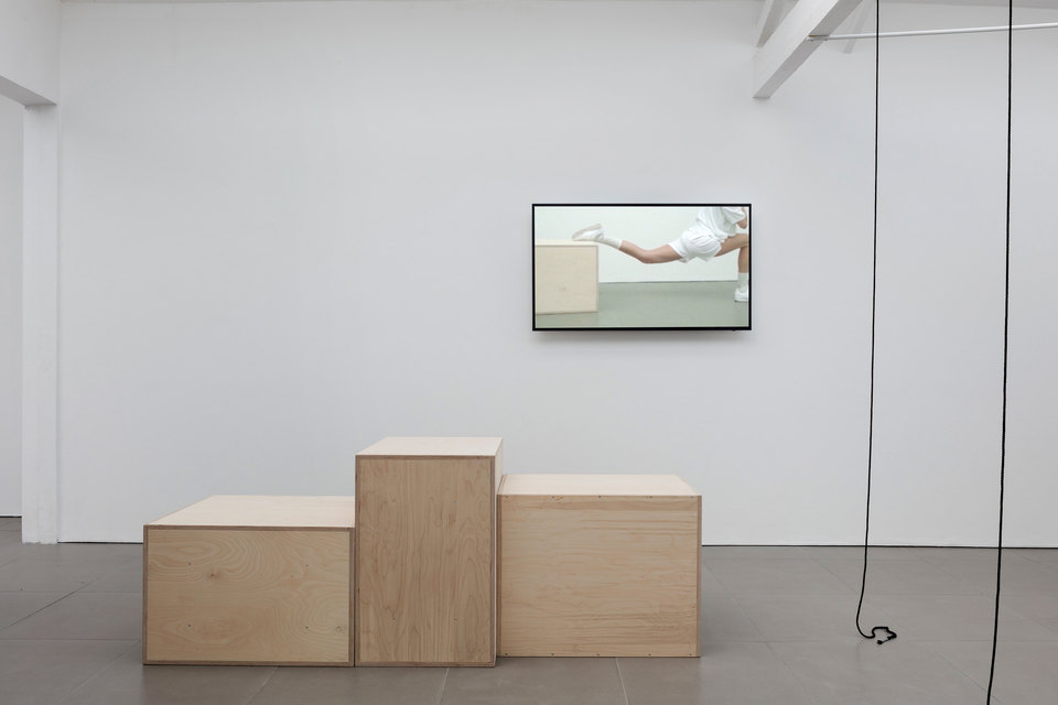Nina Cristante,  fitnessed I, 2016,  digital HD video, 5 mins looped, fitnessed III, 2016, plywood 3 plyometric boxes, Cell Project Space