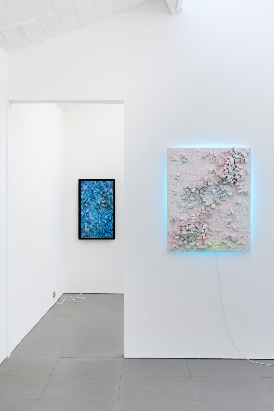 Adham Faramawy, left: Spa Day, 2013, video, duration: 9 minutes, right: Hi! I'm happy you're here 1, 2014, plaster, jesmonite, spray paint, led light, (l. 100 cm x w. 80 cm), Cell Project Space, HYDRA, 2014