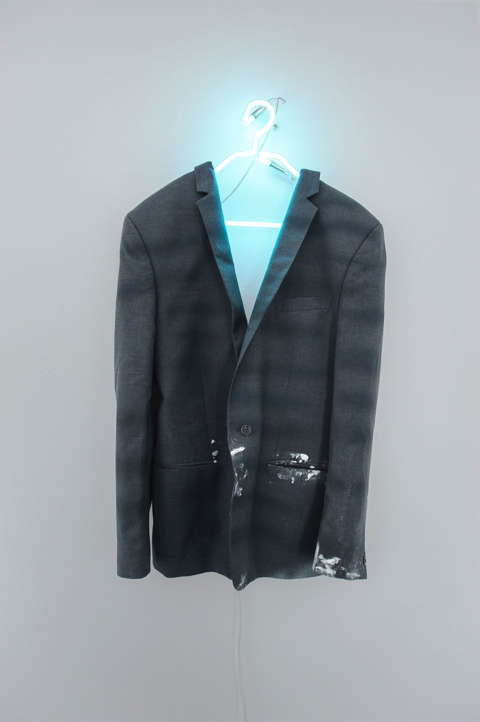 Florian Auer, From Nine to Five, 2013, neon, jacket, airbrushed paint, (75 x 135 x 75 cm)