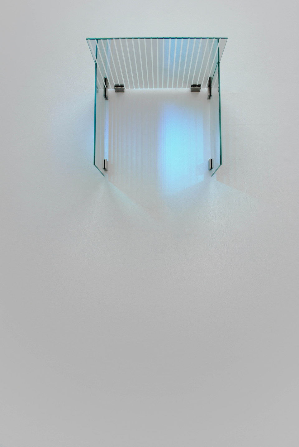 George Henry Longly, Traditional classic fade, 2009, laminated Venetian stripe mirrors (3 parts),fixings, (51 x 62 x 51 cm), Cell Project Space