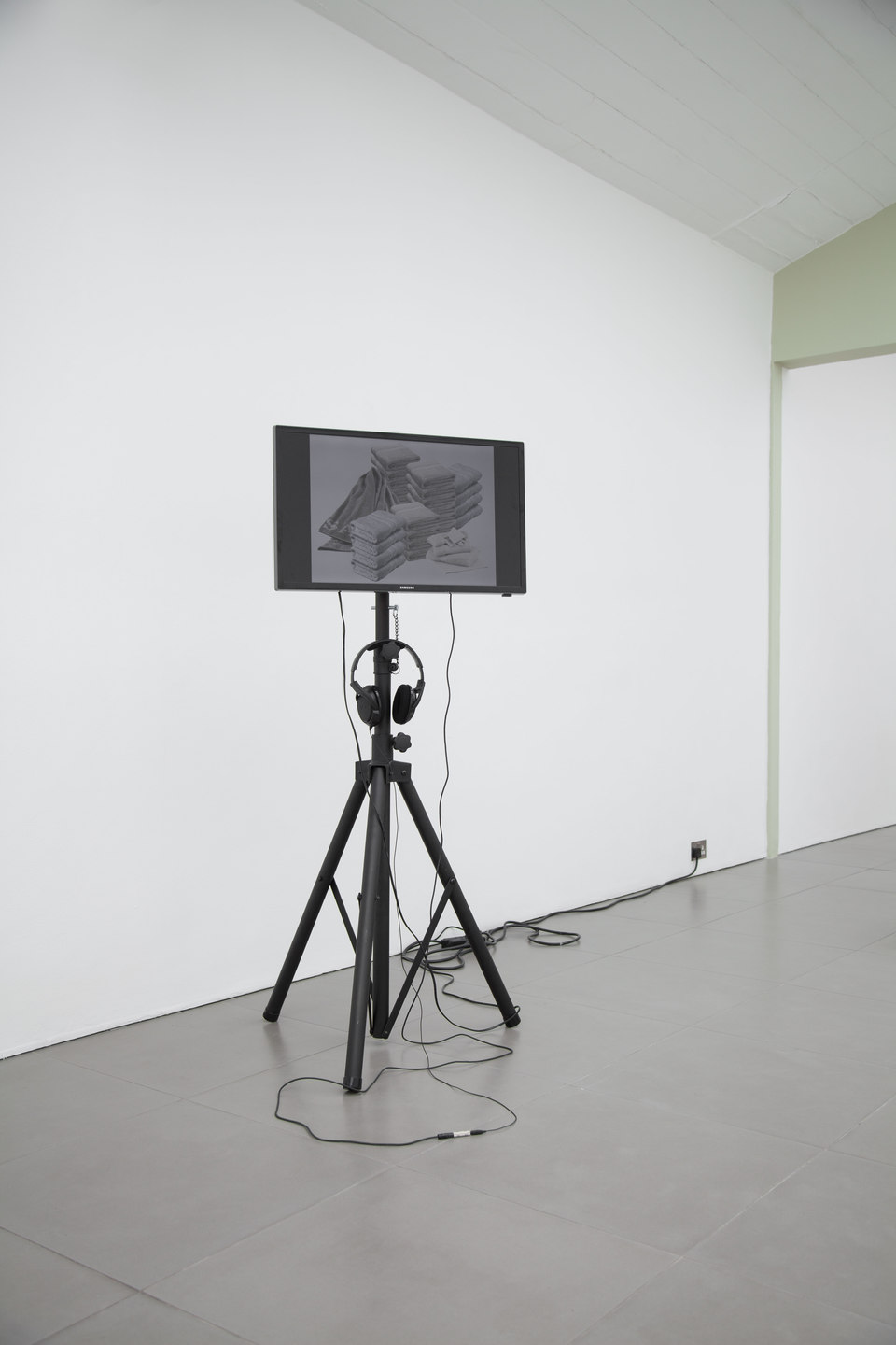 Rachel Reupke, Containing Matters Of No Very Peaceable Colour, 2009, video still, HD video, duration 5:18 mins, Cell Project Space